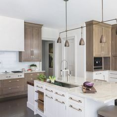 Loving the dual-toned cabinetry. Miele Kitchen, Kitchen Cabinetry, Christopher Peacock, Sub Zero Appliances, Kitchen Models, Commercial Kitchen, Open Plan Kitchen, Cool Kitchens, Kitchen Design