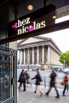 The Parisian life in pictures : number one French wine merchant Nicolas opens a new flagship store | The Parisian Eye