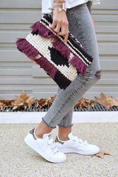 16 Awesome Ideas for DIY Christmas Decorations Art and Craft Crochet Clutch, Crochet Purses, Knit Crochet, Zara Tops, Macrame Purse, Diy Clutch, Boho Bags, Sewing Art, Tapestry Crochet