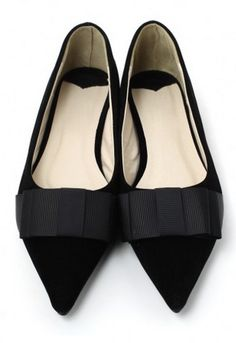 pointed toe flats http://rstyle.me/n/jubqgpdpe