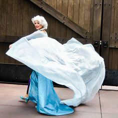 The cold never bothered me anyway! Frozen Face, Elsa Frozen, Disney Frozen, Disney Pins, Disney Love, Elsa Character, Elsa Cosplay, Disney Princesses And Princes, Walter Elias Disney