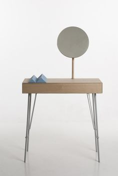 Nuut by Marianne Brattebø – Hallway furniture with its integrated mirror as a last checkpoint before leaving the home Design Furniture, Table Furniture, Chair Design, Cool Furniture, Modern Furniture, Hallway Furniture, Home Interior Design, Interior Decorating, Interior Ideas