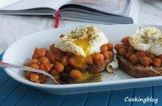 Cooking: Grão cozinhado lentamente, um ovo escalfado e o toque de Za'atar   Slow-cooked chikpeas on toast with poached egg