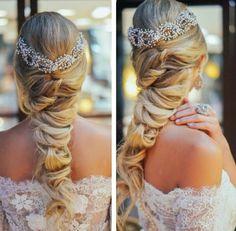 Trança descontruida com grinalda - Foto Divulgação Elsa, Bridal Hair, Veil, Wedding Hairstyles, Braids, Make Up, Hair Styles, Instagram Posts, Beauty