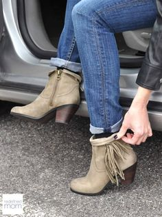 It's time to retire the UGGS! Here are the Must Have Winter Boots for Moms that will have you rockin' the Costco checkout line and school pick up in style. Love these Sam Edelman Booties, so cute!