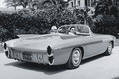 concept cars of 1957 | Oldsmobile F-88 Mark II, 1957 - Racecar driver Piero Taruffi and his ...