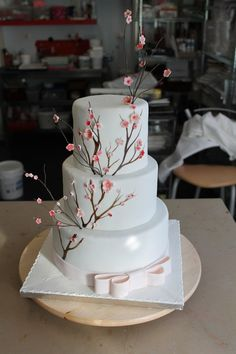 Mon beau gâteau pour le jour J Cake Cookies, Cupcake Cakes, Cupcakes, Chinese Party, Cherry Blossom Wedding, Amazing Wedding Cakes, Confectionery, Cake Art, Let Them Eat Cake