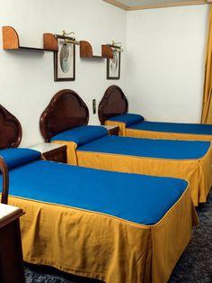 #HostalConchita: Disponemos de 10 habitaciones dobles,con la opción de 3 camas individuales o una cama de matrimonio mas supletoria. Todas ellas poseen baño privado.