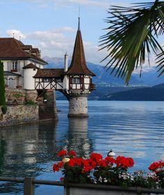 ღღ Oberhofen Castle on Lake Thun / Switzerland (by kurt.fotosuisse).