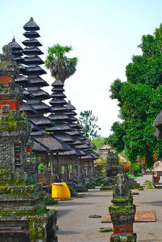 Discover beautiful temples and fantastic cultural event in Bali: http://amazingbali-vacation.blogspot.com