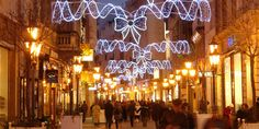 For Christmas 2012, the annual fair in Vörösmarty Square starts on 18th November and is open every day.