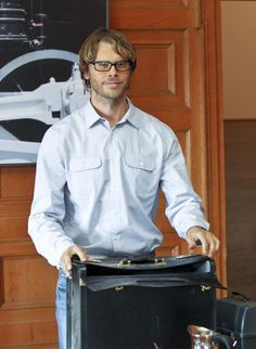 Deeks in a geeky undercover role - hilarious!