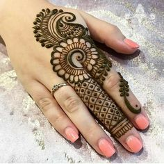50 Most beautiful Finger Mehndi Design (Finger Henna Design) that you can apply on your Beautiful Hands and Body in daily life. Mehndi Designs Book, Finger Henna Designs, Modern Mehndi Designs, Mehndi Designs For Girls, Mehndi Design Pictures, Wedding Mehndi Designs, Mehndi Designs For Fingers, Simple Mehndi Designs, Henna Tattoo Designs