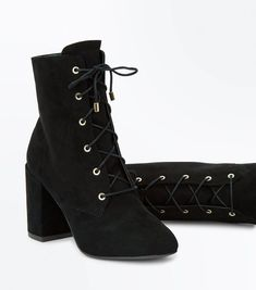 Black Lace-up Stevie Nicks inspired boots from New Look. See my Stevie Nicks: Get the Look post on The Pop Cult.