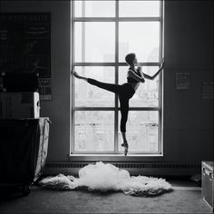 This is one of a bunch of insanely beautiful ballerina pics in the linked blog post. So graceful...