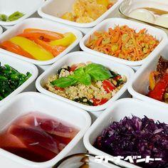 月曜恒例、常備菜作り。今週の心の支えが出来た~ヽ(´▽`)/左上から・厚揚げのチリソース・人参のつぶぽん酢和え・そら豆のペペロンチーノ・ガパオそぼろ・茗荷の甘酢漬け・菜の花のナムル・パプリカのナンプラー漬け・海老マヨ・味玉・芽キャベツのガーリックバターグリル・人参のツナ炒め・玉子のピクルス・紫キャベツのスイチリマリネ・牛肉のオイスターソース炒め・ささみの一味マヨ焼き・ほうれん草のバターソテー味玉は茅乃...