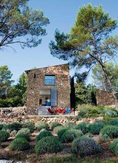 Le choix d'un toit à une seule pente - Une maison neuve taillée en pierres sèches - CôtéMaison.fr