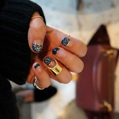 blue marbled french tip nails are perfect w/ Vita Fede nail ring Get Nails, How To Do Nails, Hair And Nails, Vernis Semi Permanent, Nail Games, Mani Pedi, Pedicure, Nail Trends, Nail Inspo