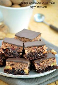 Prajitura duet de post Vegan Chocolate, Chocolate Desserts, Vegan Desserts, Easter Pie, Cake Recipes, Dessert Recipes, Vegan Christmas, Vegan Kitchen, Mini Cheesecakes
