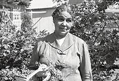 Of the many heralded poets and writers of the fabled Harlem Anne Spencer, often forgotten poet of the Harlem Renaissance story by Herb Boyd Countee Cullen, Norton Anthology, British Poets, Zora Neale Hurston, American Poetry, Harlem Renaissance, Husband Wife, Great Friends, Herb
