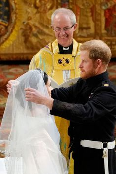 Prince Harry-Meghan Markle Royal Wedding Day at St. George's Chapel, Windsor Castle So today, May 2018 at noon local time, was Prince Harry-Meghan Prince Harry Et Meghan, Meghan Markle Prince Harry, Princess Meghan, Lady Diana, Prince Harry Wedding, Harry And Meghan Wedding, Second Wedding Dresses, Second Weddings, Princesa Diana