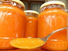 Sárgadinnyelekvár recept: - 1 nagyobb sárgadinnye felkockázva (legyen kb 1 kg) - 1 kg sárgabarack vagy narancs vagy sárgarépa  - kb. 30-50 dkg cukor  - 1-2 citrom leve és/vagy reszelt héja - 3 az 1-ben zselésítő - ( vanília vagy menta, vagy rum)  felkockázott dinnyét a másik gyümölccsel becukrozzuk és fél óra múlva már levet is ereszt. a citromot, az esetleges ízesítőket és addig főzzük, amíg megpuhul. Botmixerrel rá szoktam segíteni, úgy hamarabb elkészül. Mehet bele a zselésítő.