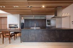 納入事例35 | 納入事例 | kitchenhouse - キッチンハウス Kitchen Stories, Kitchen Themes, Kitchen Decor, Modern Japanese Interior, The Home Edit, Cuisines Design, Minimalist Interior, Ceiling Design, Home Renovation