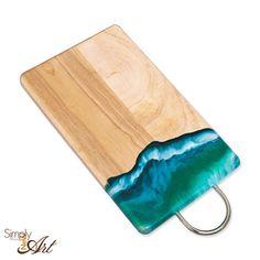 Schneidebrett mit Resin veredelt. Endlich im Shop erhältlich Workshop, Shops, Diy Cutting Board, Lettering, Wood Art, New Art, Resin, Mixed Media, Diy Crafts