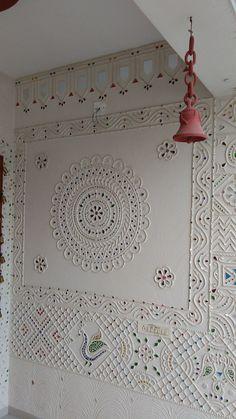 Image result for mud mirror work Mural Wall Art, Wall Art Decor, Worli Painting, Mandala Painting, Rajasthani Art, Wall Drawing, Art Drawings, Mirror Art, Mirror Ideas