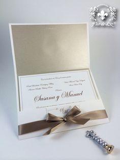 """Invitaciones """"Susana&Manuel"""" elegante diseño en sobre rectangular, papel satinado en el interior del sobre. Lleva bolsita para tarjetón principal y pase."""