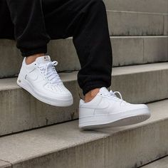 We carefully searched the internet to find the top 5 best white sneakers you should buy to enhance your style. As you know, spring is coming, which means the end Sneaker Outfits, Converse Sneaker, Puma Sneaker, Best White Sneakers, White Nike Shoes, Mens Fashion Shoes, Sneakers Fashion, Stylo Shoes, Nike Clothes