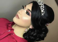 and Black Quinceanera Makeup Looks Credit: We love this smokey red and black makeup look! Add a touch of gold to make it pop! If you need inspiration on RED makeup looks, check out our planning guide! Black Makeup Looks, Looks Black, Quince Hairstyles, Wedding Hairstyles, Hairstyles Videos, Pretty Quinceanera Dresses, Quinceanera Ideas, Sweet 16 Makeup, Mexican Makeup