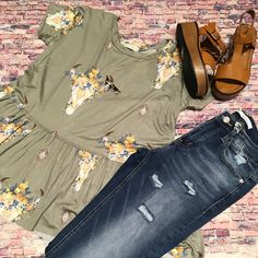 {Cow Skull Knit Top $36 || Kancan Cropped Jean $49 || Platform Sandal $33.50} Comment below with PayPal to purchase and ship or comment for 24 hour hold #repurposeboutique#shoprepurpose#boutiquelove#style#trendy#musthaves#obsessed#fashion#spring