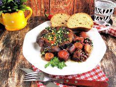 Osso bucco,csontos borjúlábszárNagyon szeretem ezt az olasz pörköltszerű ételt,és ha hozzájutok elkészítem,a család kedvence.Igaz nem gyorsan készül,de a végeredmény meg