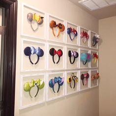 Cute way to display Disney Mickey/Minnie Ears! Cute way to display headbands Disney Diy, Casa Disney, Deco Disney, Disney Home Decor, Disney Crafts, Disney Pixar, Disney Wall Decor, Disney Playroom, Mickey E Minie
