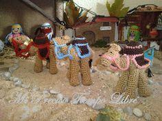 Camellos Amigurumi - Patrón Gratis en Español aquí: http://lamaquinadelganchillo.blogspot.com.es/2012/11/belen-crochet.html