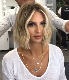 Fashionable and stylish short hair wigs look very pretty and feminine. You can wear it for parties, Halloween, cosplay, daily use. Bob Hairstyles, Straight Hairstyles, Blonde Short Hairstyles, Medium Hair Styles, Curly Hair Styles, Stylish Short Hair, Short Curly Wigs, Hair Color And Cut, Short Blonde