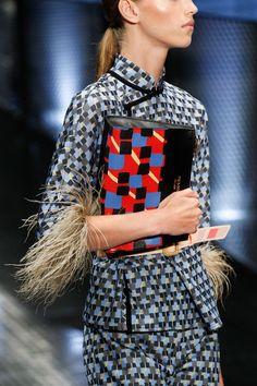 http://www.vogue.com/fashion-shows/spring-2017-ready-to-wear/prada/slideshow/details Diese und weitere Taschen auf www.designertaschen-shops.de entdecken