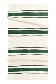 Tapis rayé en coton : Tapis rectangulaire en coton tissé avec rayures imprimées sur le dessus.