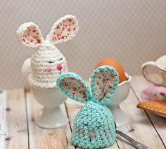 Today I have a free pattern for you.:) Easter Bunny egg warmer& To make these cuties you will need: ~ scraps of y. Easter Crochet Patterns, Crochet Bunny, Crochet Crafts, Yarn Crafts, Crochet Projects, Free Crochet, Knitting Patterns, Easy Knitting, Crochet Chicken