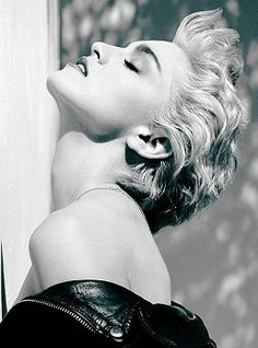 Back when Madonna was trueto her self.Madonna, Hollywood, 1986 by Herb Ritts. Madonna (whom Ritts also photographed… Madonna True Blue, Madonna 80s, Madonna Vogue, Madonna Music, Madonna Hair, Madonna Costume, Divas, Madona, Portrait Photography