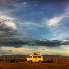 Vanagon in Columbia - Tatacoa desert. Vw T3 Camper, Volkswagen Westfalia, Vw Bus T1, Off Road Camper, Vw Camping, Camping Ideas, Happy Bus, Van Living, Adventure Awaits