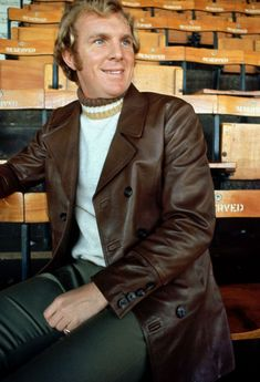Bobby Moore modelling a fetching brown leather coat at Upton Park in February 1970 West Ham United Fc, Bobby Moore, Soccer, Leather Jacket, Football, Mens Fashion, Memories, Coat, Model