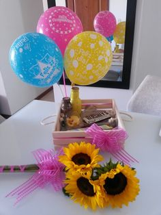 Desayuno sorpresa de cumpleaños Valentine Baskets, Happy Birthday, Snacks, Cake, Desserts, Amor, Mom Birthday, Boy's Day, Birthday Breakfast