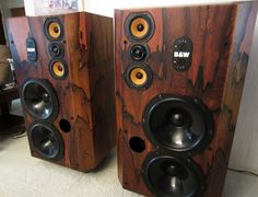 """Vintage gear that makes you say """"Wow"""". Audiophile Speakers, Hifi Stereo, Stereo Amplifier, Hifi Audio, Wireless Speakers, Home Theater Sound System, Sound Room, Speaker Box Design, Horn Speakers"""