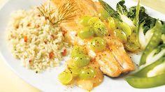 Filet de truite sauce aux raisins verts | Recettes IGA | Poisson, Sauce, Recette facile