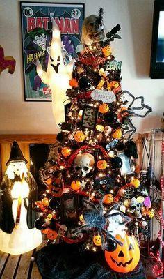 Our Halloween Tree 2014 Black Christmas Decorations, Halloween Christmas Tree, Cool Christmas Trees, Halloween Home Decor, Christmas Tree Themes, Holiday Tree, Diy Halloween Decorations, Halloween House, Holidays Halloween