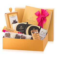 Buy Godiva Romantic Gift Box for Her from the official Godiva Online Store. Shop fine Belgian chocolates for delivery in France and elsewhere in Europe. Best Chocolate Gifts, Luxury Chocolate, Belgian Chocolate, Chocolate Shop, Chocolate Truffles, Chocolat Halloween, Halloween Chocolate, Mothers Day Chocolates, Mother's Day