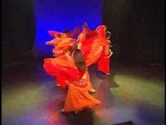 "Khidni Habbi(愛しい人よ、私を受け入れておくれ)  無理矢理に片仮名表記すると、""ボドゥニ・ハビー""らしい。   が、""ホ""の部分は日本語に無い発音。 えーと、、、喉の奥から出す感じ・・・痰をカーッってやる感じ。例えが汚くてスイマセン。       The Sahlala Dancers performing at Beyond the Stars Palace. Music: Khdni Habibi Performance from: Al Dunia DVD available at www.hollywoodmusiccenter.com www.s..."