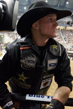 Ryan McConnell Looks like he is looking to see if he made the 8 seconds or his score! Professional Bull Riders, 8 Seconds, Rodeo Cowboys, Rodeo Life, Bull Riding, Cowboy And Cowgirl, Lei, Horse Love, Country Boys